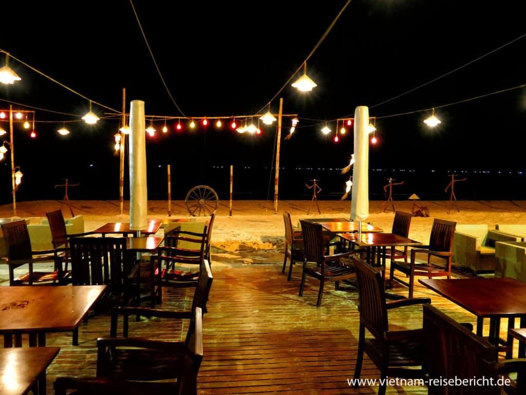 Restaurant bei Nacht - Bamboo Village Vietnam