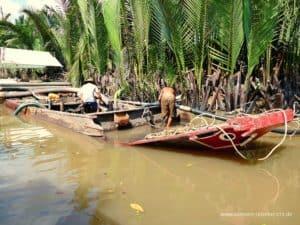 boot-defekt-reparatur-fluss-mekong-delta-vietnam