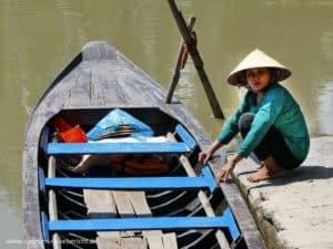 mekong-delta-frau-mit-boot